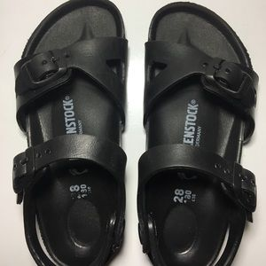 💕Offers accepted 💕 Kids rubber Birkenstock's